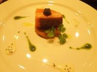 タスマニアサーモンの38℃の食感とジャガイモのガレット サルサヴェルデとキャビアのソース