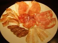 18ヶ月熟成の生ハムとイタリア産のサラミの盛り合わせ