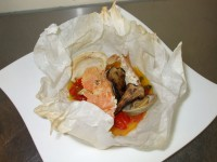 ウチワエビとホンビノスガイ、松茸のカルトッチョ