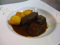 国産牛ホホ肉のブラサート 白トリュフ風味のポレンタとゴルゴンゾーラのクロケッタ添え